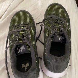 Under Armor men's size 8 tennis shoes The shoes are used but in good shape.